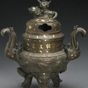 Un incensario de bronce
